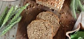 Chleb pełnoziarnisty ze słonecznikiem na zakwasie